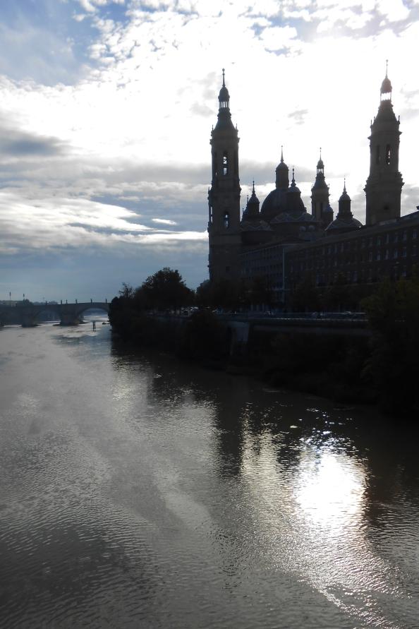 El Pilar sobre el río Ebro